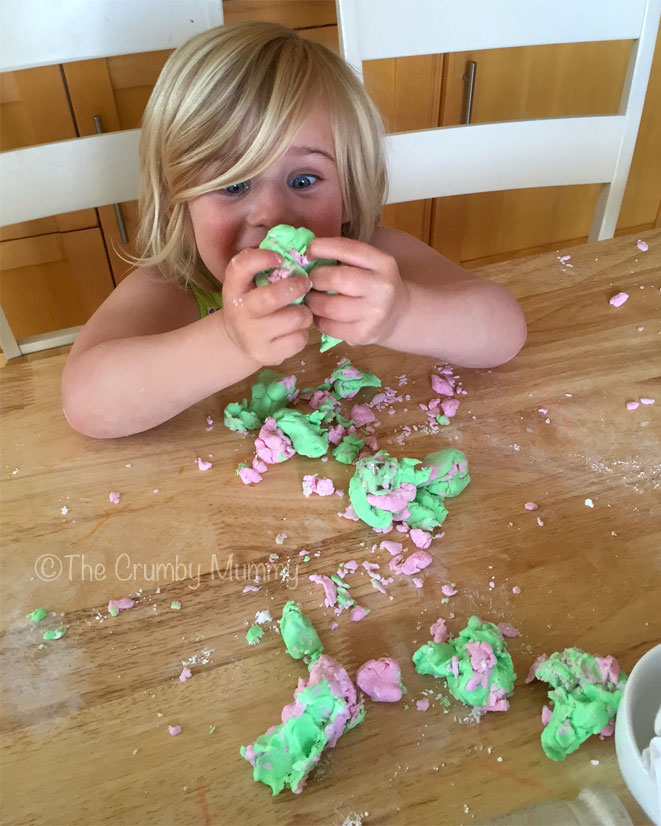 Cake-Decorating-With-Children