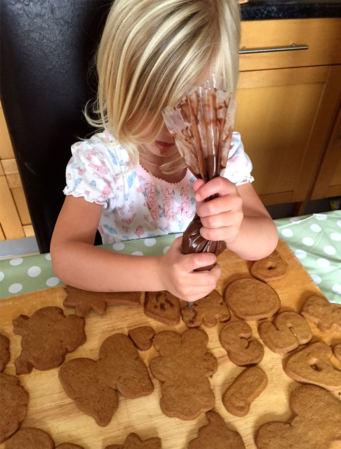 children icing biscuits